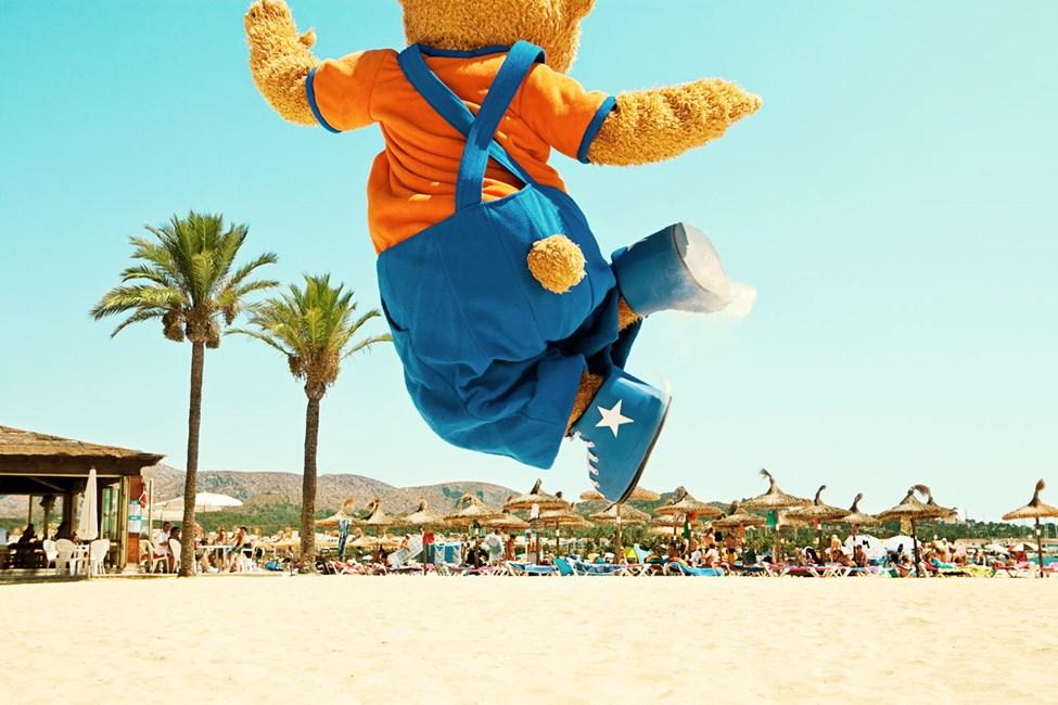 Bernie karhu - toinen Sunwing Family Resorts -hotellin suositusta maskotista.