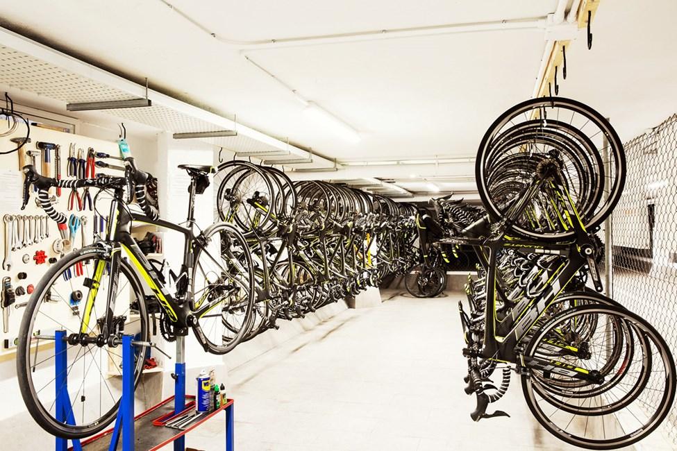 Hotellin Bike Station -vuokraamosta voit halutessasi vuokrata hyvätasoisen polkupyörän
