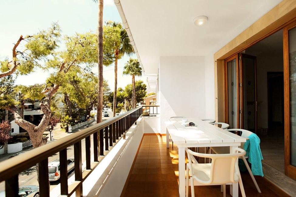 Neljän huoneen BIG FAMILY -huoneisto, parveke ympäristön ja kadun suuntaan, Villa Isabel