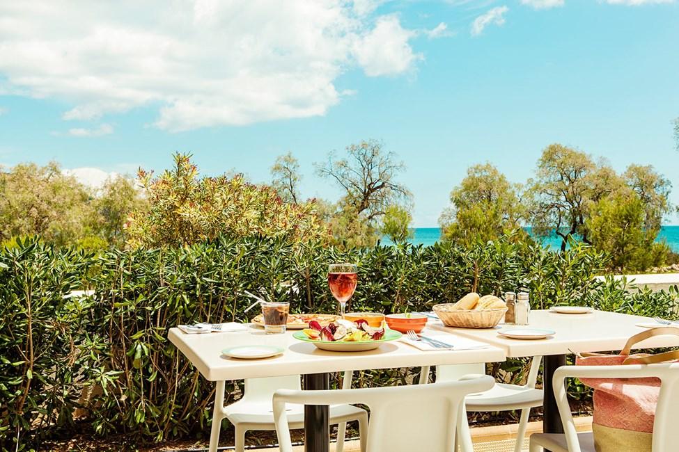 Syö hyvin hotellin uudessa Antonio's Kitchen & Grill -kortteliravintolassa