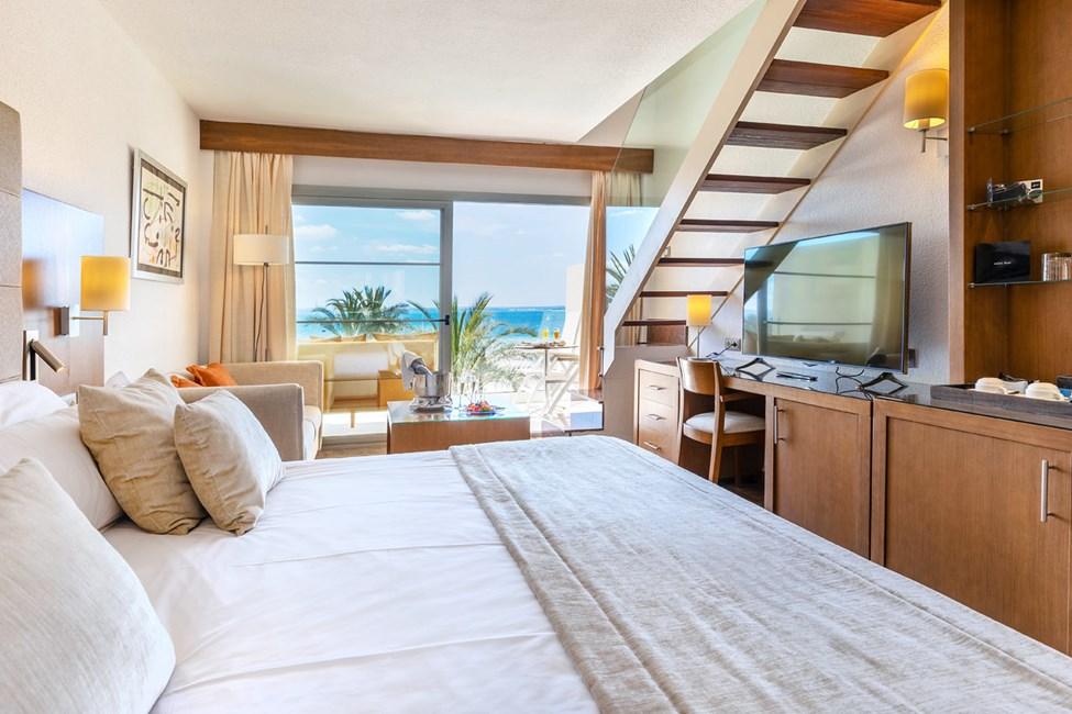 Kahden hengen huone, iso kattoterassi ja merinäköala