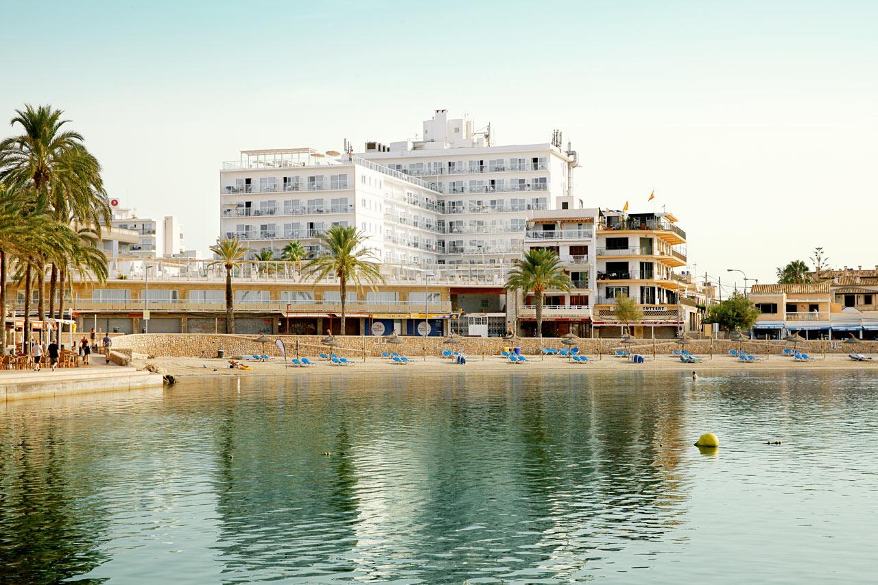 Sunprime Waterfrontista avautuvat upeat näköalat satamaan ja rannalle päin.