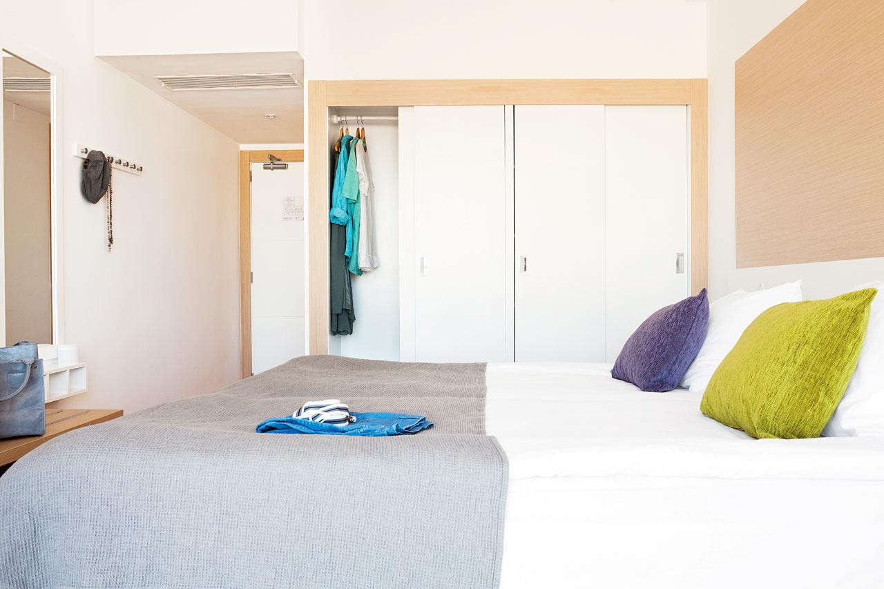 Prime Room, parveke ympäristön suuntaan