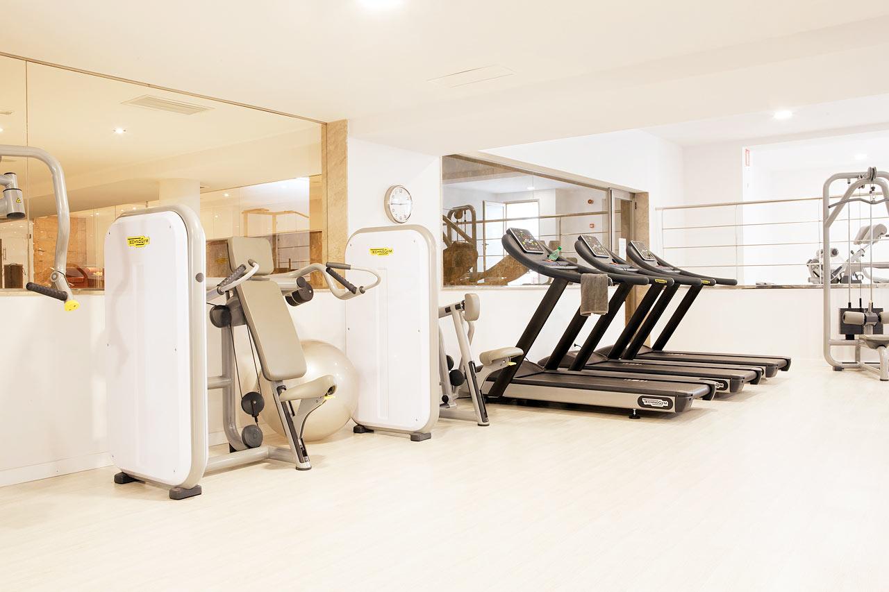 Sunprime Fitnessissä voit käydä treenaamassa punttisalilla ja osallistua ryhmäliikuntatunneille.