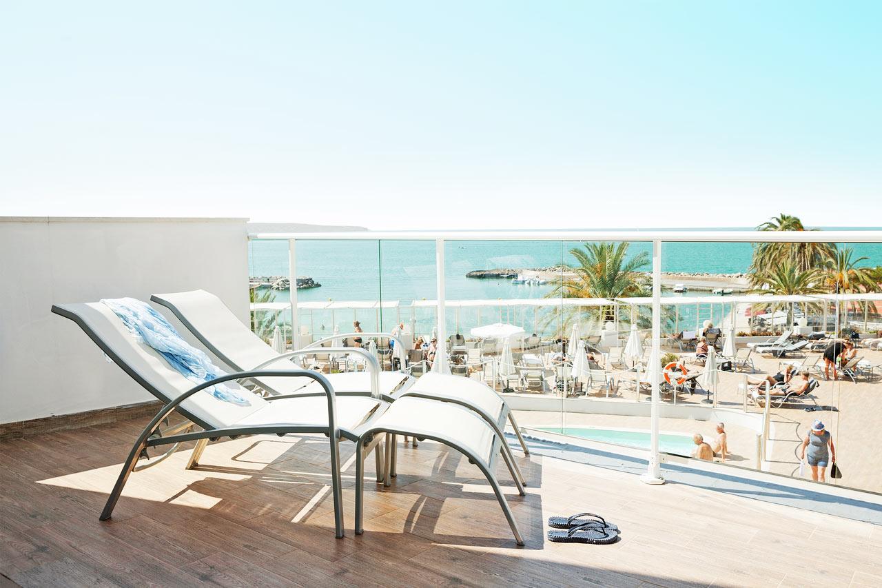 Prime Lounge Suite suuri parveke ja merinäköala