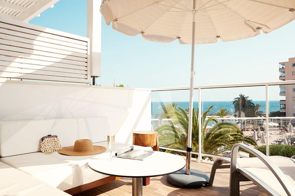 Pienempi Prime Lounge Suite - 1 huone, suuri terassi ja merinäköala
