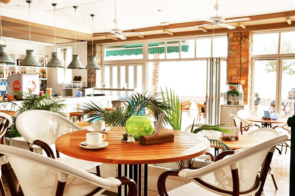 Hotellin ravintolassa voi nauttia aamiaisen, lounaan ja illallisen