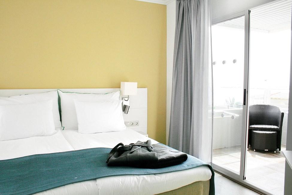 Suurempi kahden hengen huone, merinäköala