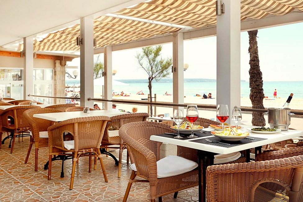 Ravintola sijaitsee suositun Playa de Palman rantapromenadin varrella