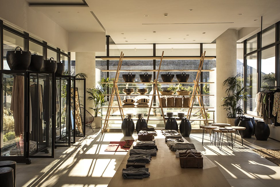 Hotellin vastaanotto on myös lifestyle-putiikki, jossa on paljon kauniita tavaroita