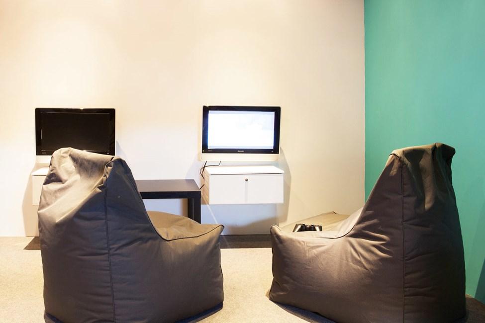 Helioksen puolella, Teen Loungessa, nuoriso voi myös rentoutua hetken uimisen ja kaikkien muiden aktiviteettien välillä.
