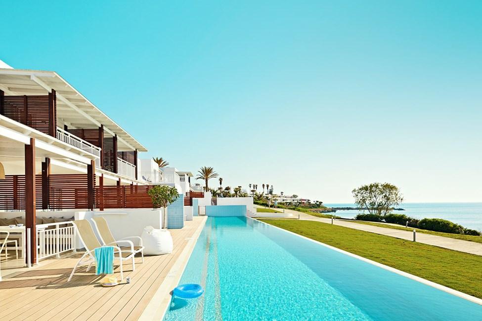 Royal Pool Suite, josta suora yhteys uima-altaaseen (Triton)