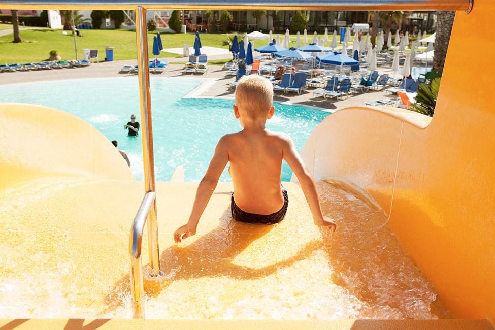 Helioksen vesiliukumäestä tulee nopeasti lapsille yksi loman kohokohdista!