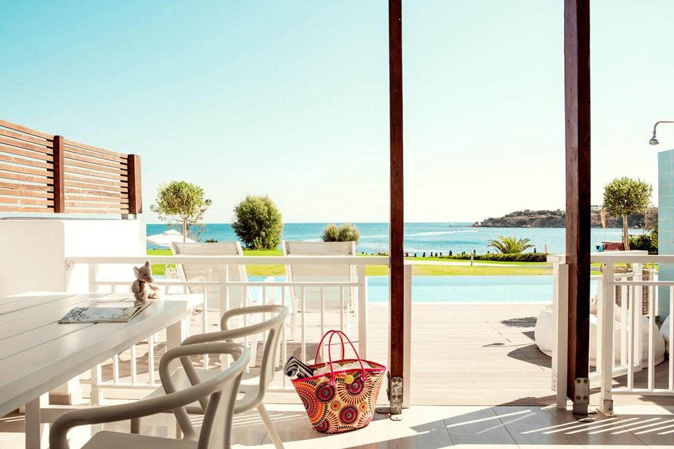 Royal Pool Suite -kaksio, iso terassi ja merinäköala, pääsy yksityiseen, jaettuun uima-altaaseen (Triton)