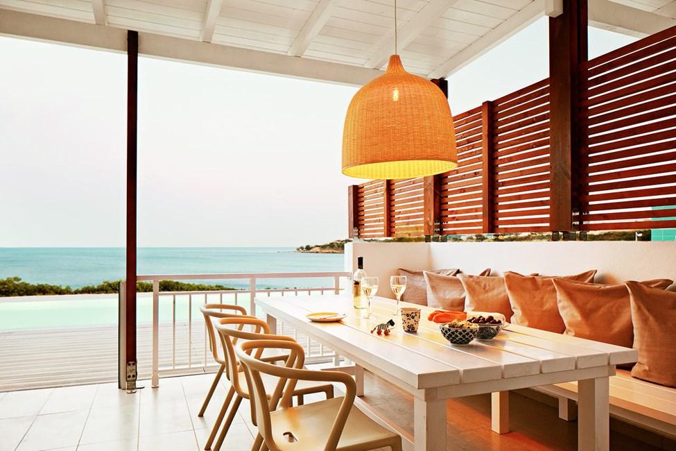 Royal Pool Suite -kolmio, iso terassi ja merinäköala, pääsy yksityiseen, jaettuun uima-altaaseen (Triton)