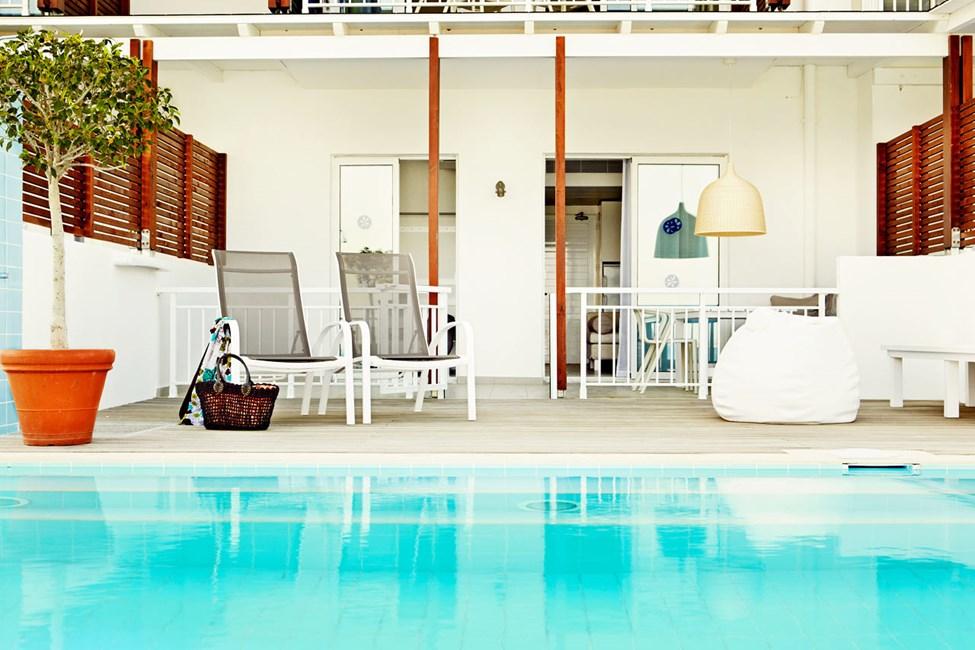 Royal Pool Suite -kaksio, terassilta swim out / suora yhteys altaaseen (Triton)