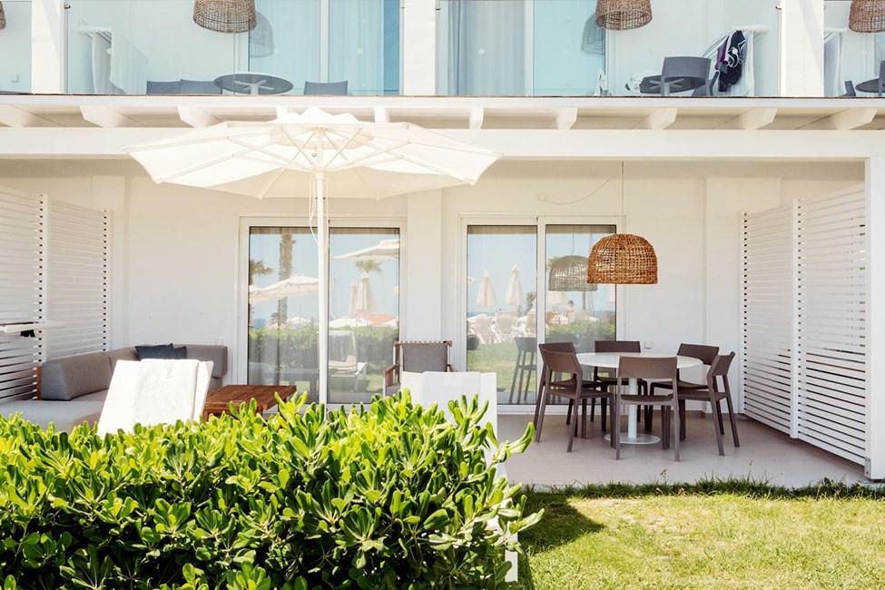 Royal Lounge Suite -kolmio, iso terassi allasalueelle päin (Athena)