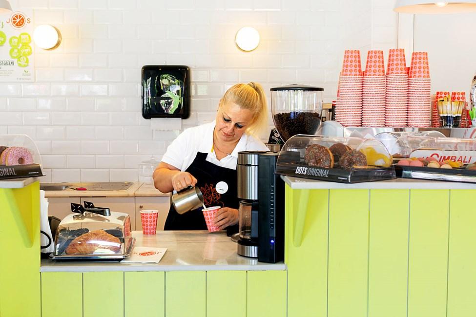 Nauti terveellisistä smoothie-juomista ja mehuista J.O.S.-baarissa