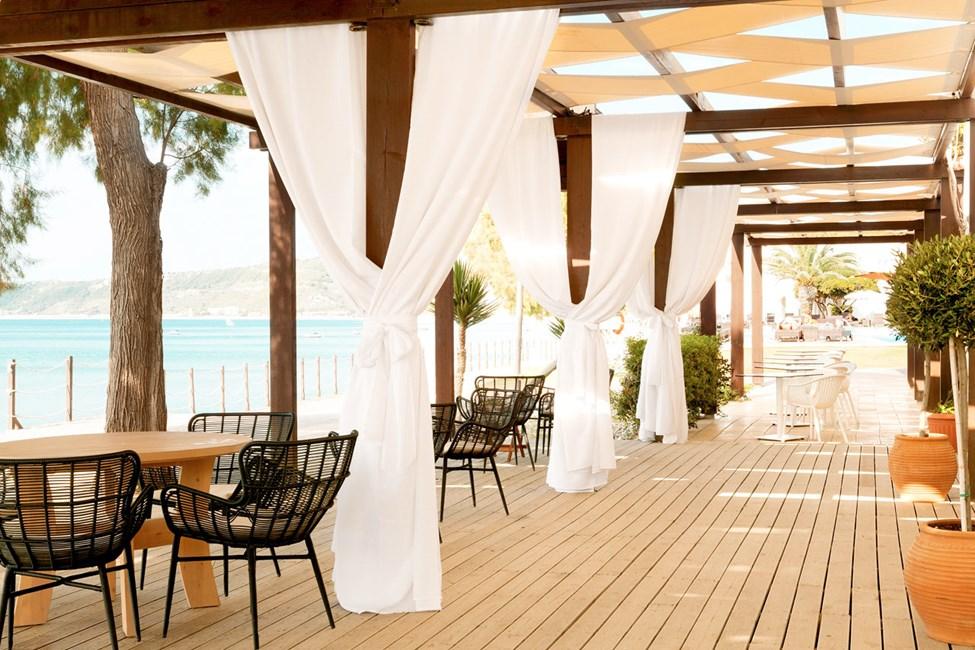 Ravintolan ulkoterassilta avautuvat ihastuttavat näköalat merelle.