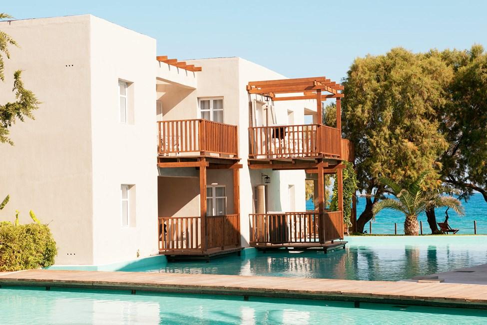 Hotellissa on sviittejä, joista näköalat keinotekoiselle laguunille päin.