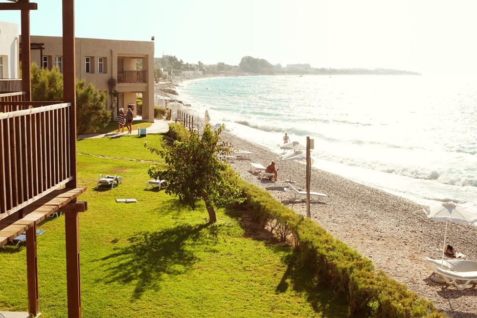 Näkymät Junior Suites -sviitistä, parveke ja merinäköala