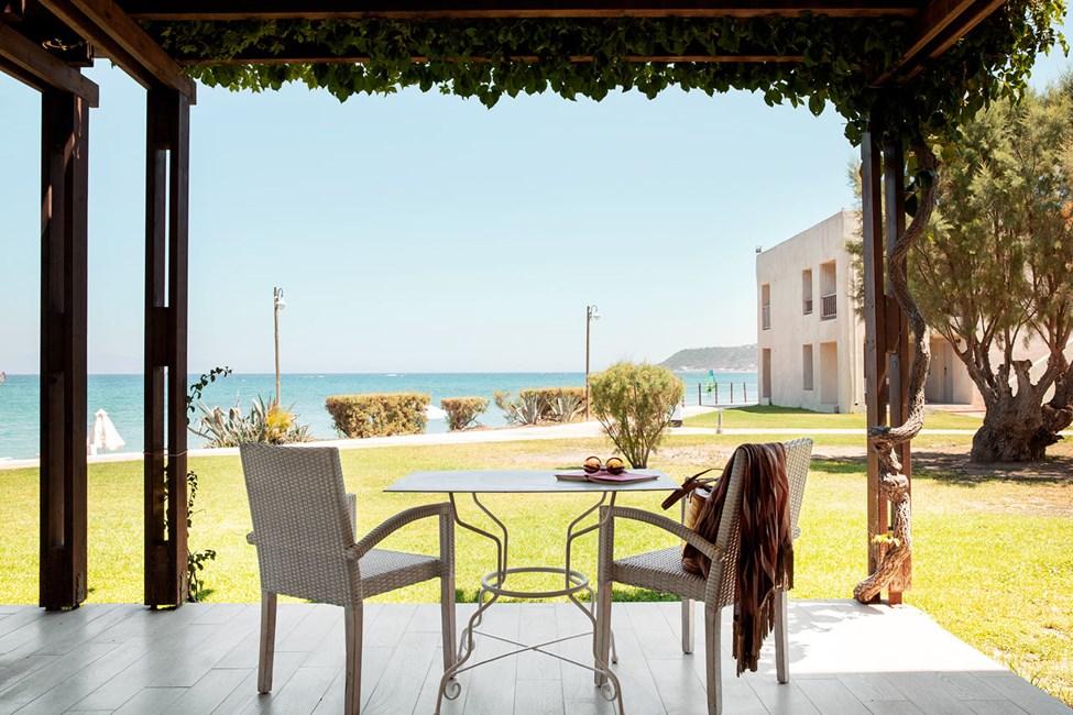 Junior Suite, 2 huonetta, terassi ja merinkäköala