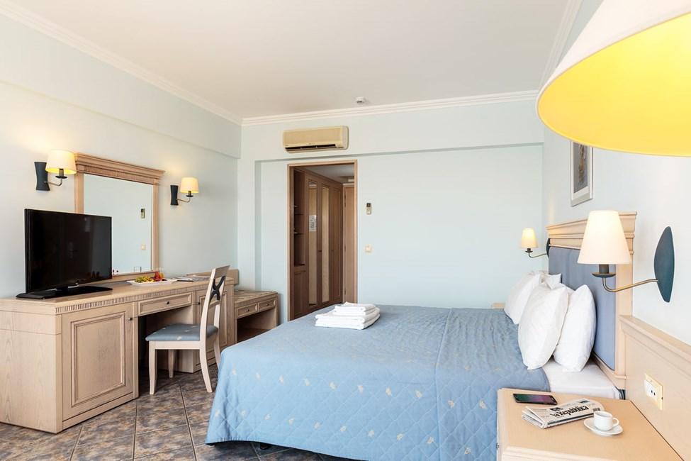 Kahden hengen huone/Kahden hengen huone bungalowissa/Kahden hengen huone, jossa merinäköala
