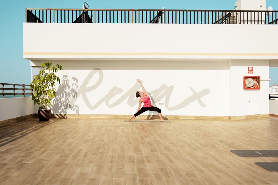 Jooga-ohjaajamme auttavat sinua treenaamaan notkeutta ja tasapainoa