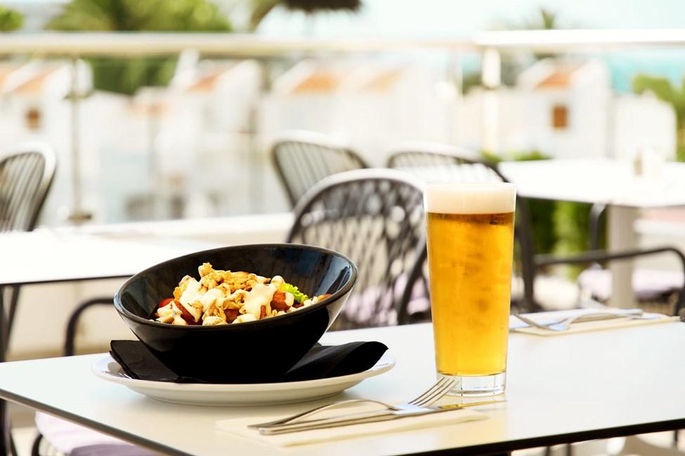 À la carte -ravintolassa voit nauttia vaikkapa herkullisen Caesarsalaatin