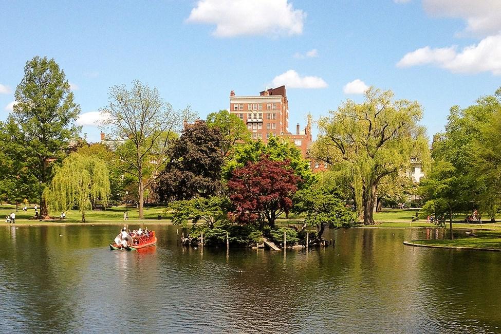 Kaunis Boston Common -puisto kaupungin keskellä