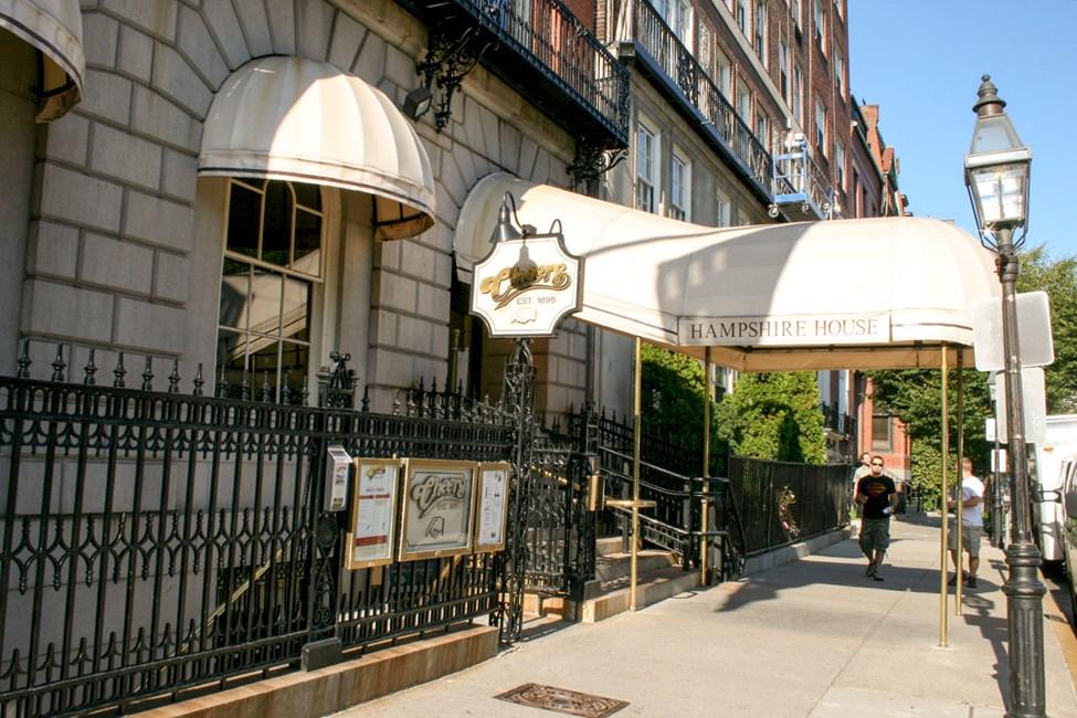 Tämä bostonilainen baari tuli tunnetuksi suositun tv-sarjan, Terveydeksi (engl. Cheers), ansiosta