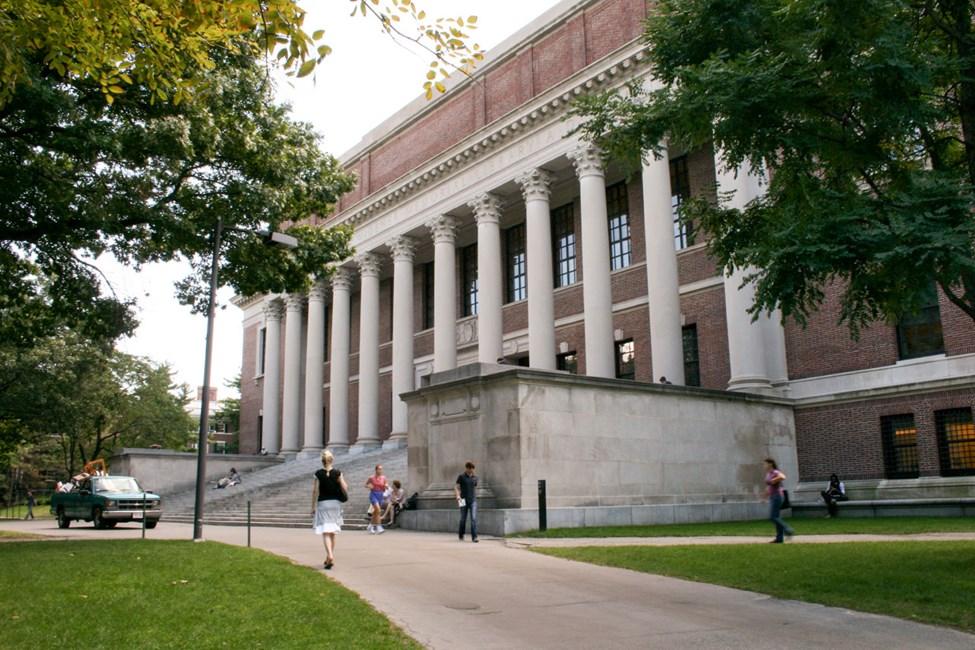 Kirjasto Harvardin Yliopiston vieressä