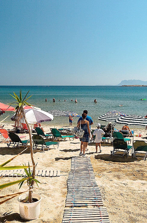 Hanian rannikon rannoille pääsee kätevästi paikallisbussilla. Kato Daratson ranta.