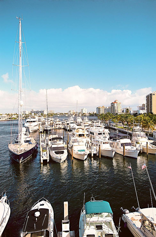 Fort Lauderdalessa kanaalien varsilla kelluvat luksushuvilat, jahdit ja purjeveneet.
