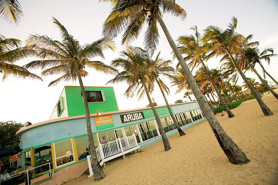 Suosittu Aruba Beach Bar sijaitsee rannalla Lauderdale by the Seassa