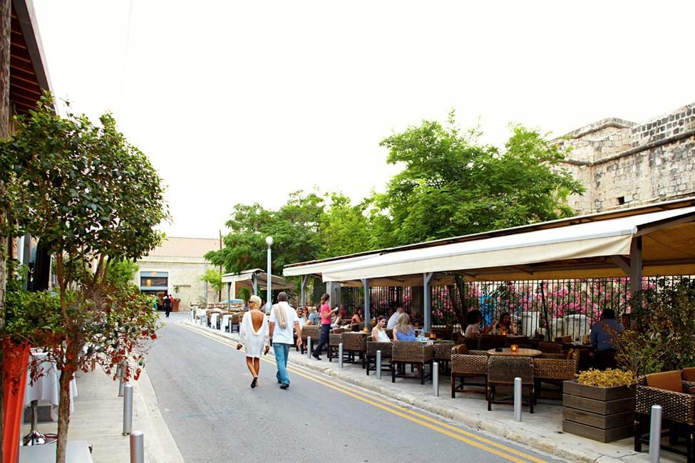 Kiertele katuja Limassolin vanhalla puolella, ja vanhan linnan raunioiden ympärillä on viihtyisiä kahviloita.