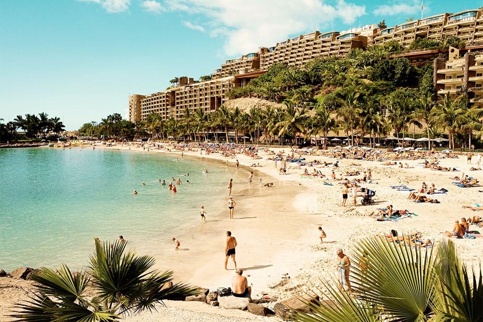 Anfi-rannalle on noin 15 minuutin kävelymatka Sunwing Arguineguín Seafrontista