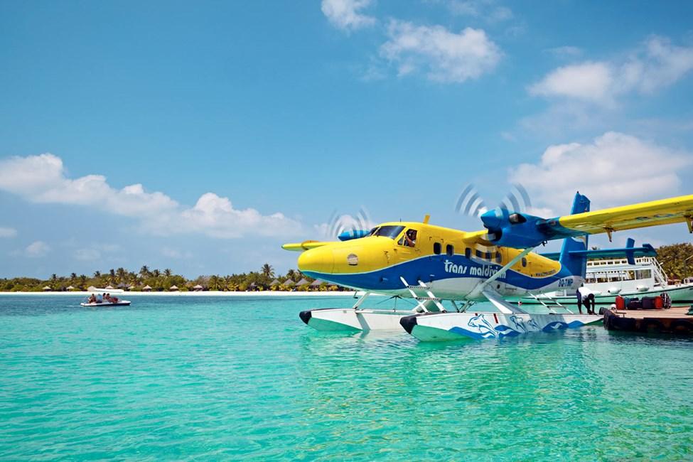 Lentokenttäkuljetuksissa käytetään vesitasoa tai pikavenettä.