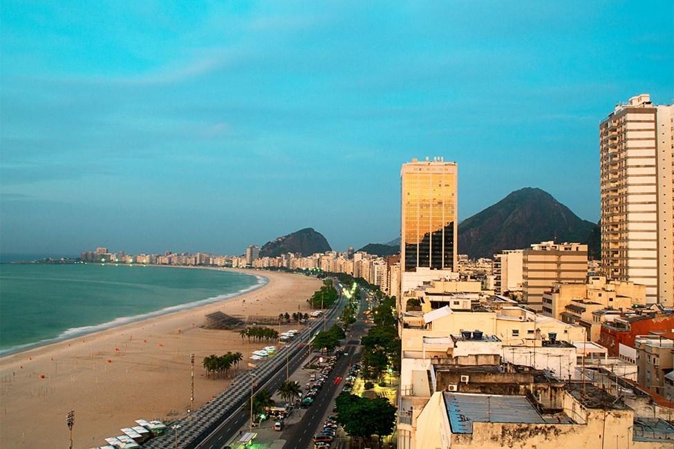 Copacabana auringonlaskun aikaan