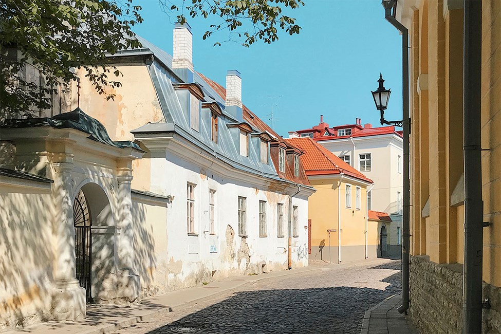 Viehättäviä kujia Tallinnan Vanhassakaupungissa