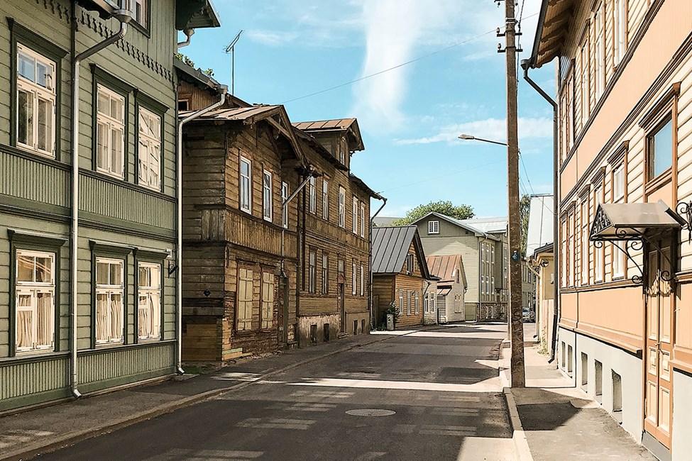Tallinnan kaupunkikuvassa näkyy myös paljon vanhoja puutaloja