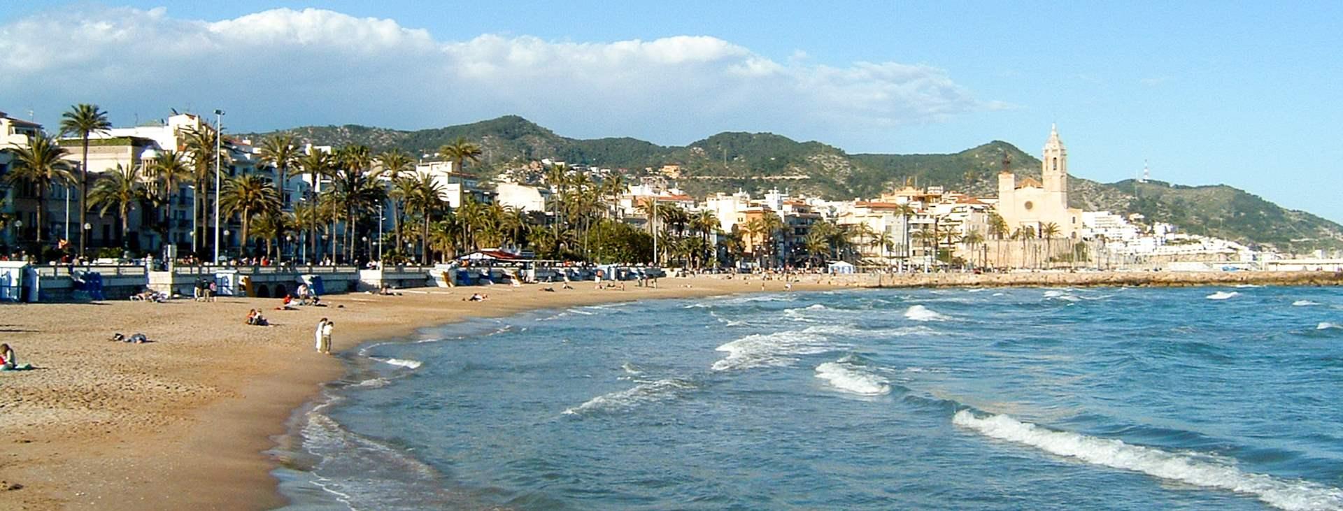 Sitges, Costa Doradan rannikkoalueella, on todellinen herkkusuiden mekka