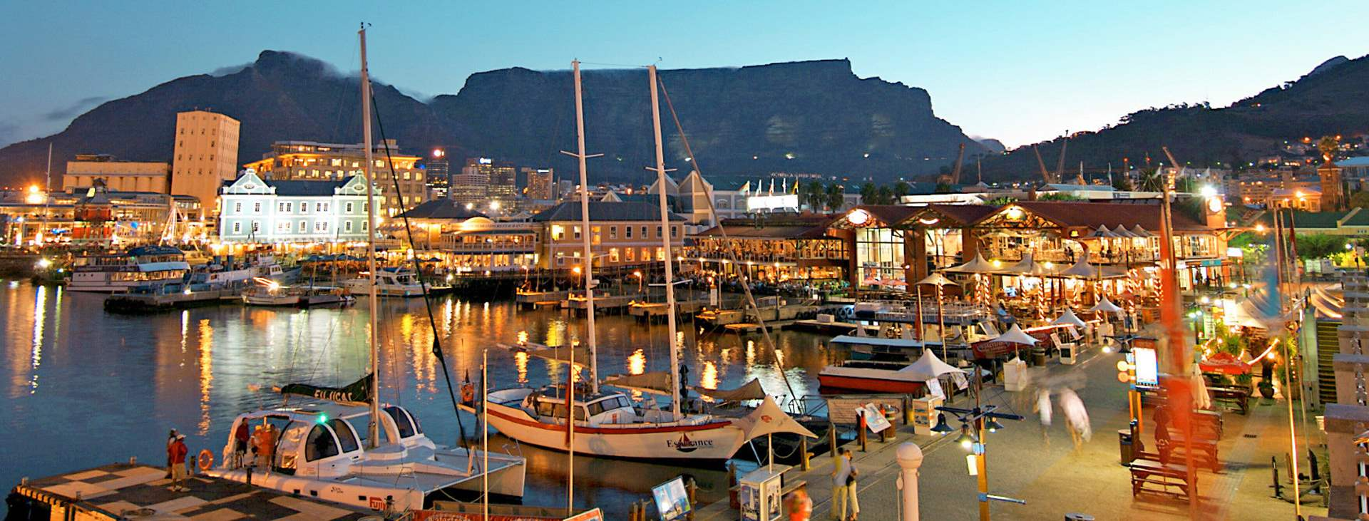 Lähde Kapkaupunkiin, Etelä-Afrikkaan ja nauti valkoisista hiekkarannoista, kauniista luinnosta, hyvistä viineitä ja golfkentistä