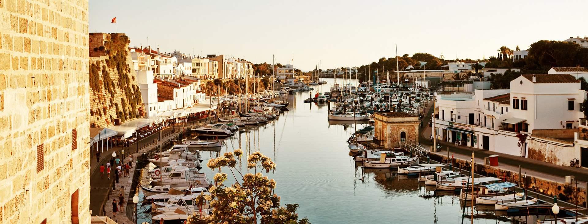 Varaa lomamatkasi Tjäreborgilta Ciutadellaan, Menorcan entiseen pääkaupunkiin