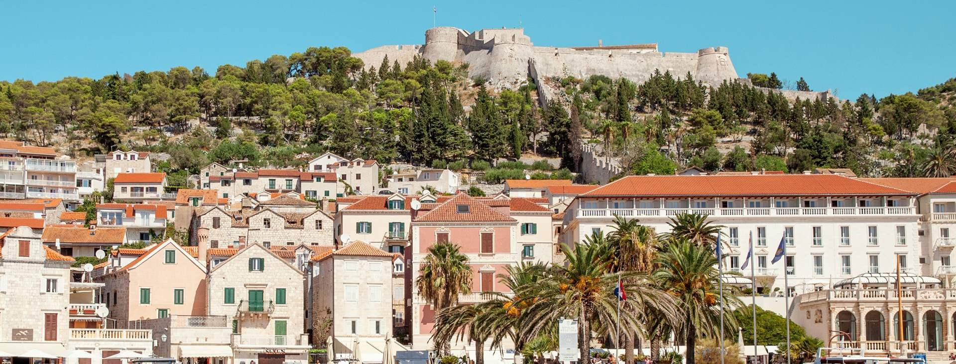 Tjäreborilla on matkoja myös Hvarin saarelle, Kroatiaan