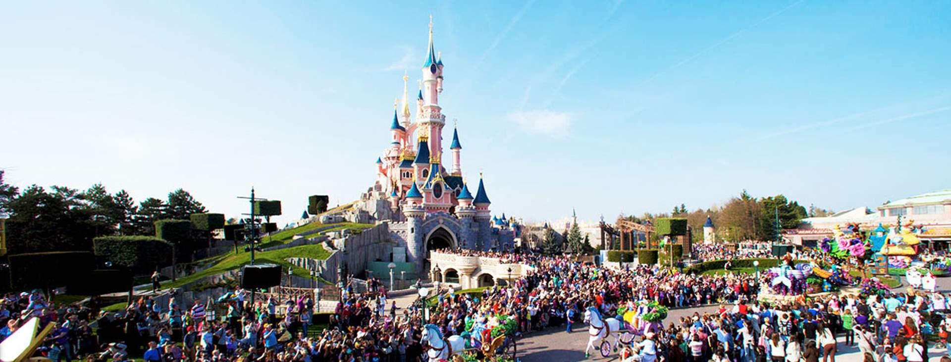 Lähde lastesi kanssa hurvittelemaan Disneyland® Paris -huvipuistoon! Varaa matkasi Tjäreborgilta.