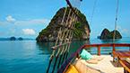 MV Phuket Champagne -veneellä merellä